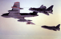 Victor K2 refuelling Lightnings
